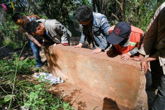 昆明西山现明代古碑 修复工作有序进行