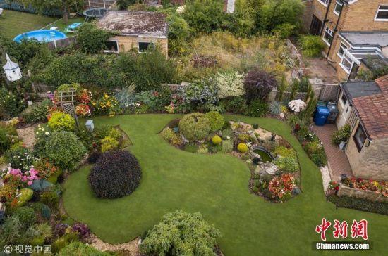 """75岁老人40年打造""""全英第一""""后花园"""
