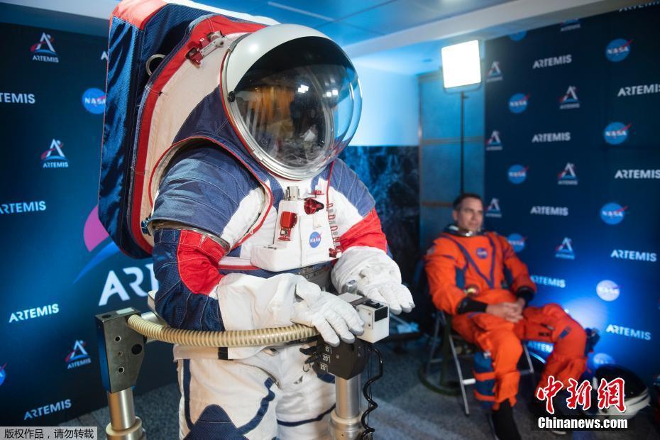 """<p>��地�r�g(jian)10月15日,美(mei)���A盛(sheng)�D,NASA�l(fa)布了新一代宇航服""""�C��(hu)座(zuo)套(tao)�b""""(Orion Suit Equipped)用(yong)于�绦�(xing)2024年的(de)""""Artemis""""�d人登月���。新的(de)�O�在安全性、�C�有宰龀�(chu)了革新。</p>"""