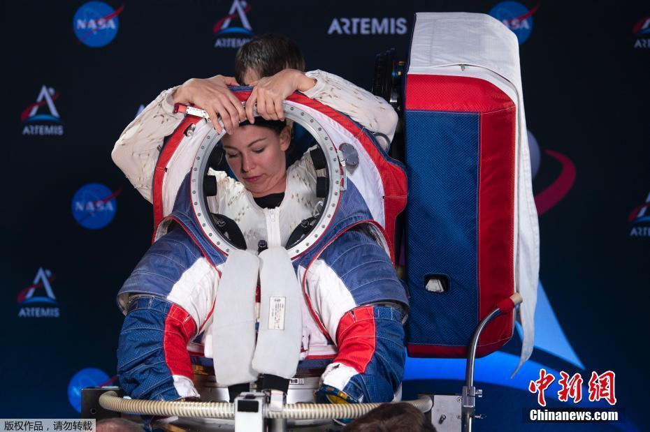 """<p>��地�r�g(jian)10月15日,美(mei)���A盛(sheng)�D,NASA�l(fa)布了新一代宇航服""""�C��(hu)座(zuo)套(tao)�b""""(Orion Suit Equipped)用(yong)于�绦�(xing)2024年的(de)""""Artemis""""�d人登月���。新的(de)�O�在安全性、�C�有宰龀�(chu)了革新。�D�檎故救�T(yuan)�穿宇航服。</p>"""