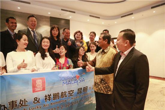 马来西亚旅游局方代表与祥鹏航空代表亲切交流。