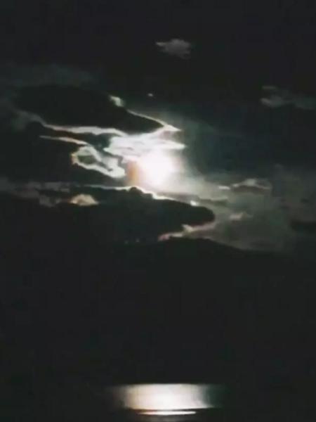 中秋之夜云南惊现 火流星 竟是陨石掉落图片