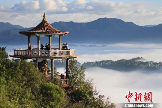 图为景色宜人的宁洱县普洱山。 钟欣 摄