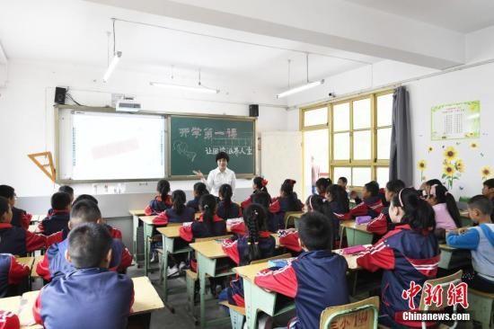 资料图:小学课堂。中新社记者 安源 摄