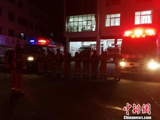 楚雄消防支队第一时间奔赴禄丰开展抗震救灾工作。 楚雄消防 供图