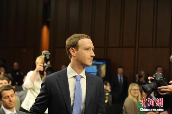 资料图:当地时间4月10日,美国社交媒体平台脸书的首席执行官马克·扎克伯格在美国参议院司法委员会和商业、科技和运输委员会举行的联合听证会上作证,并就脸书数据被滥用等问题道歉。 中新社记者 邓敏 摄