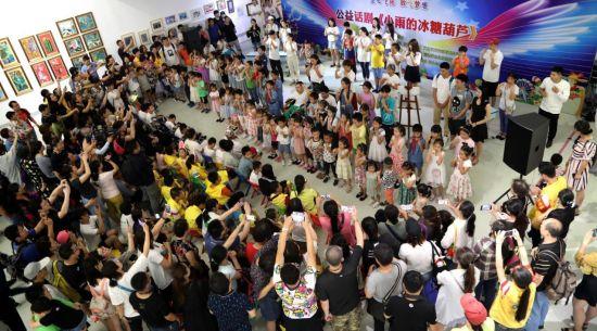 军宝宝艺术团集体演唱手语歌《感恩的心》
