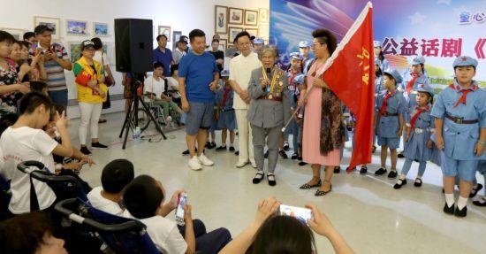 抗战胜利70周年共和国勋章获得者晓阳奶奶现场传承鼓励