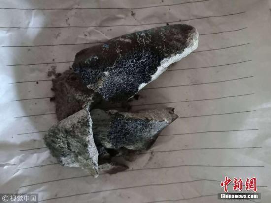 云南坠落陨石被找到,村民家屋顶被击穿。赵黎浩 摄 图片来源:视觉中国