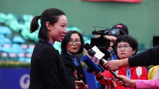 郑洁开幕式后接受媒体采访
