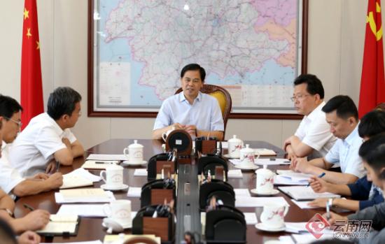 省委书记陈豪参加所在党支部主题党日活动 记者周灿 摄
