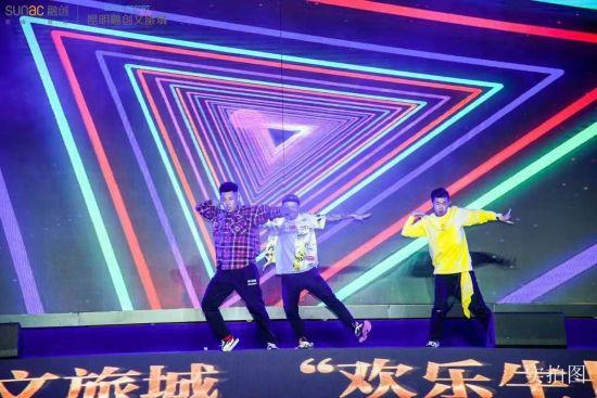 云南街舞界领军人物李琰及团队带来的街舞表演