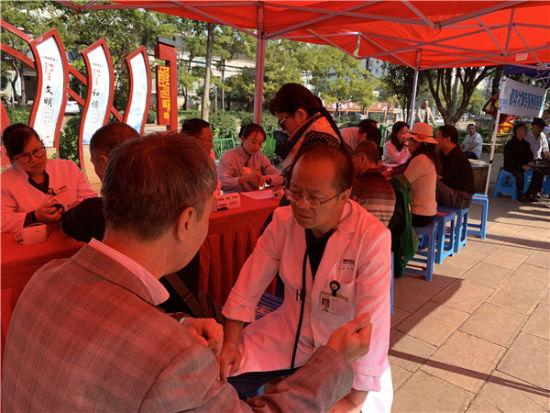 博亚医院吕云副院长、心脏中心主任为市民义诊