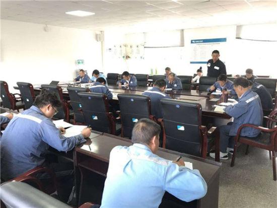 大河供电所黄��组织员工开展安全知识考试