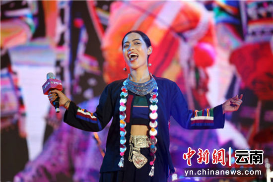 哈尼族歌手紫谷