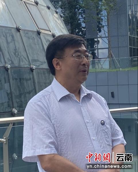 北航云南创新研究院副理事长王英勋接受媒体采访。陈天宇 摄