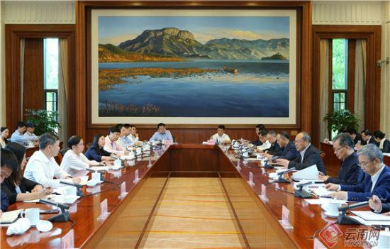 省政府和阿里巴巴(中国)有限公司举行工作会谈。记者 周灿 摄