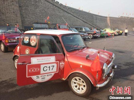 这辆迷你汽车距今已有近50年历史。 王天译 摄