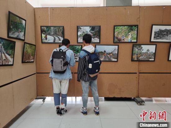 图为展览现场。 胡远航 摄
