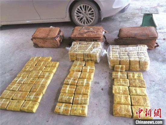 图为云南民警缴获的毒品。云南省公安厅供图