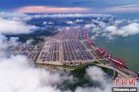宁波港口一景。 沈颖俊 摄