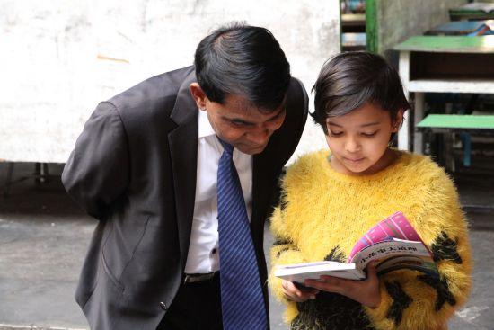 """边境线上缅甸商人的""""中国梦"""":办一所中缅大学"""