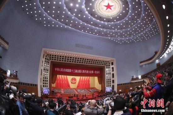 3月5日,十三届全国人大一次会议在北京人民大会堂开幕。 中新社记者 盛佳鹏 摄