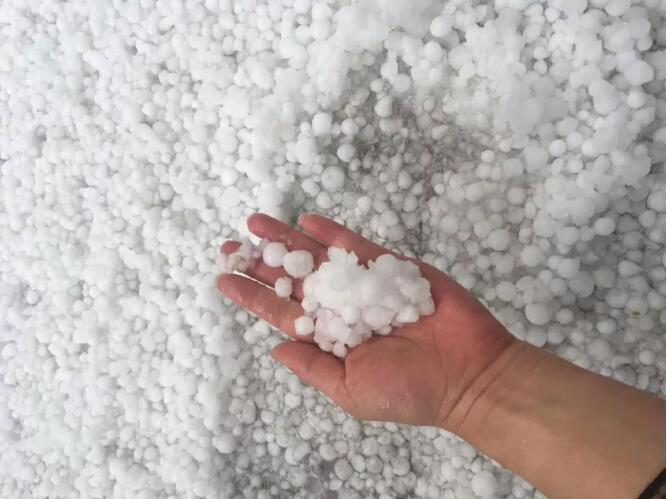 """【聚焦云南】楚雄骤降冰雹!最近,云南的天气太""""魔幻""""!"""