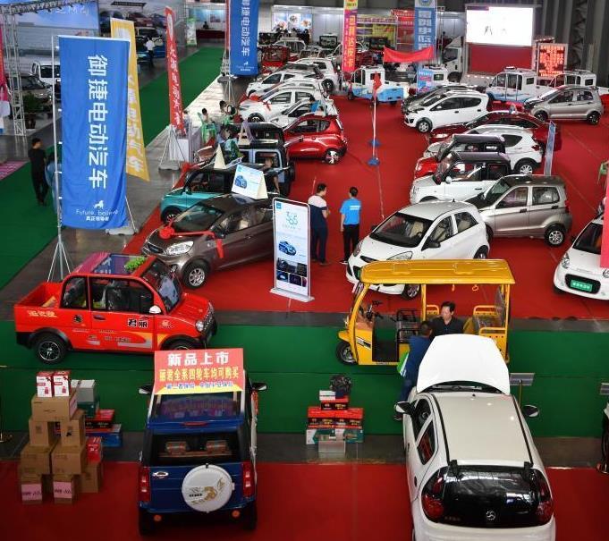 昆明举办新能源车展 众多业内产品展出