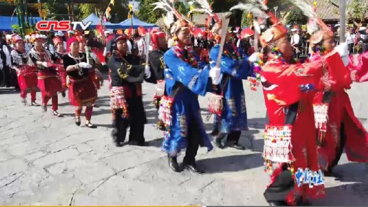 云南民族村举办景颇族目瑙纵歌节 游客感受景颇族文化